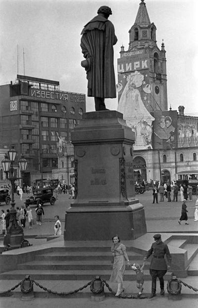 Памятник Пушкину в Москве в 1938 году