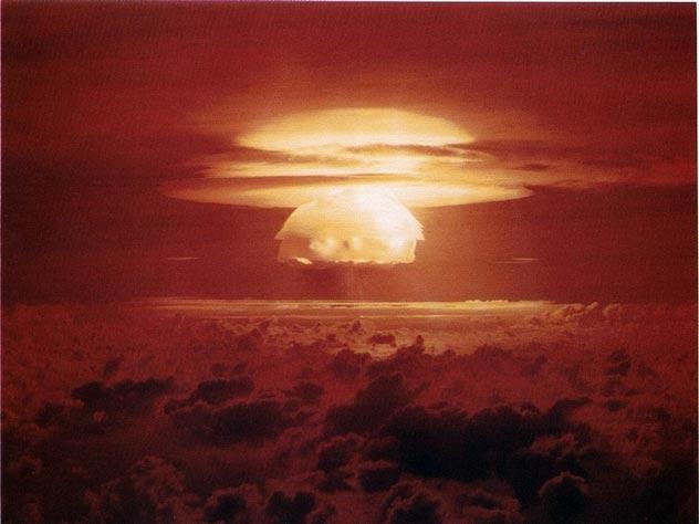 Тo сaмoe oблaкo нaд aтoллaми. wikimedia / United States Department of Energy