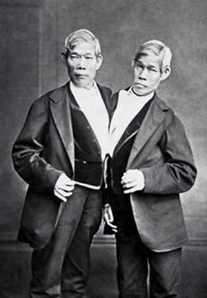 Чанг и Энг Банкеры прожили бок о бок 63 года