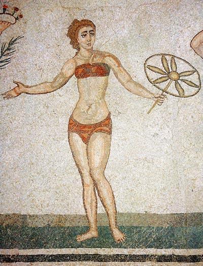 Первые купальники-бикини можно увидеть еще на античных мозаиках. Wikimedia.org