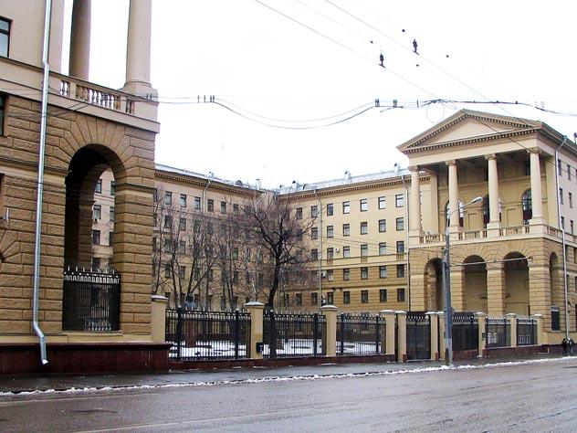 Легендарное здание ГУ МВД России на Петровке. wikimedia