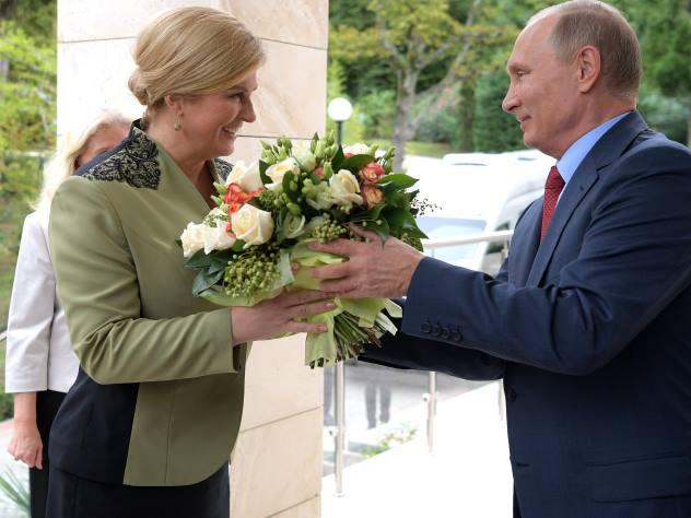 Путин встретил президента Хорватии Колинду Грабар-Китарович сцветами
