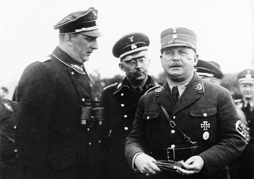 Рем (справа) и Гиммлер (в центре). wikimedia