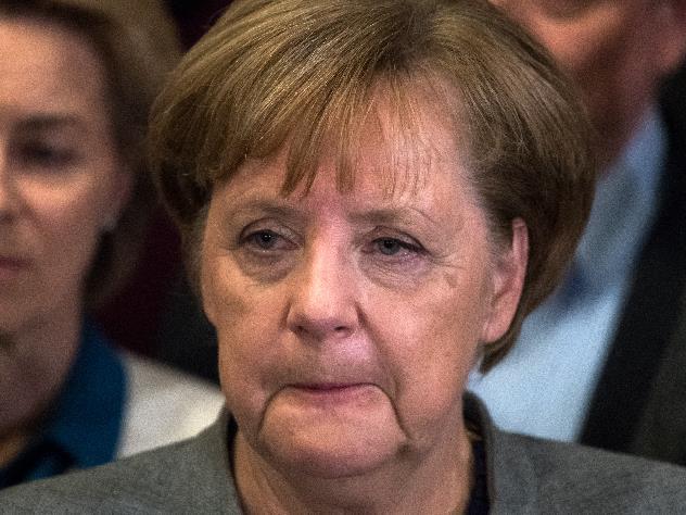 Германские «правые» призвали Меркель уйти вотставку