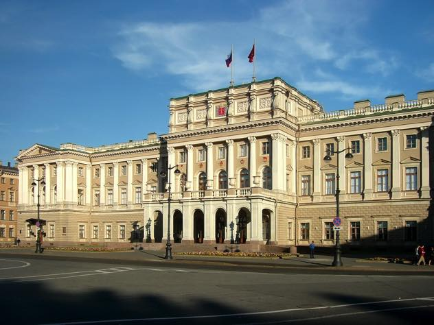 В Петербурге ужесточат налог на роскошное жилье