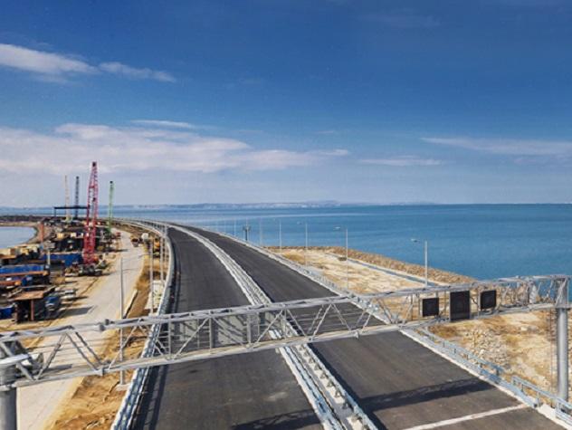 Во время прямой линии крымчане обратили внимание главы государства, что цены в Крыму выше, чем в Ростовской области или Краснодарском крае. Владимир Путин предположил, что цены на продукты на полуострове стабилизируются, как Крымский мост начнет пропускать грузовые автомобили.