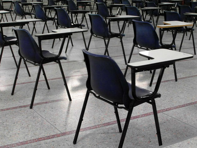 Школьницу заставили снять белье при досмотре на ЕГЭ