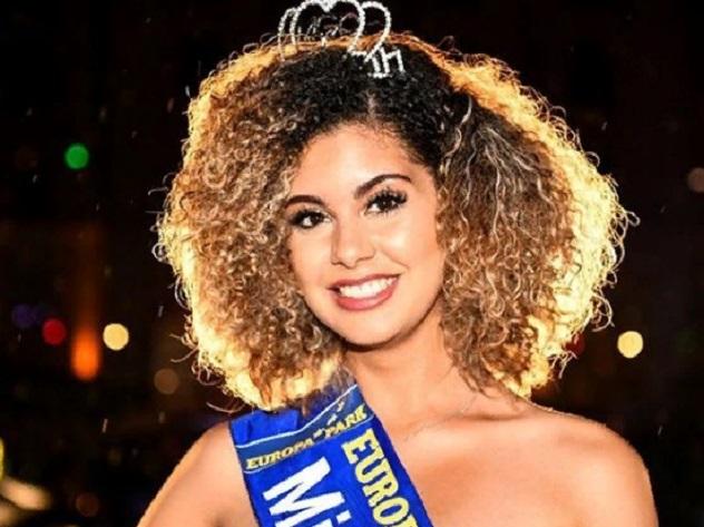 Право зваться первой красавицей мундиаля выиграла 18-летняя бельгийка Зоэ Брунет. Девушка завоевала титул «Мисс мундиаль — 2018», обойдя соперниц из 32 стран.