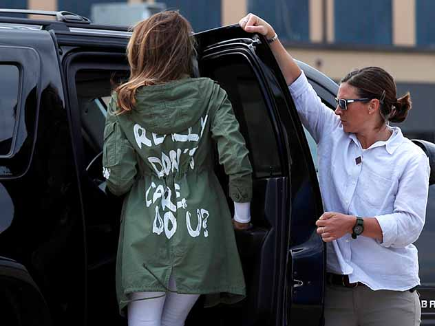 Меланья Трамп в куртке с надписью «Мне действительно все равно. А Вам?». Трамп все объяснил. Опять фейковые СМИ