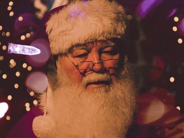 В Калининграде Деда Мороза ударившего посохом подростка за отказ читать стихи