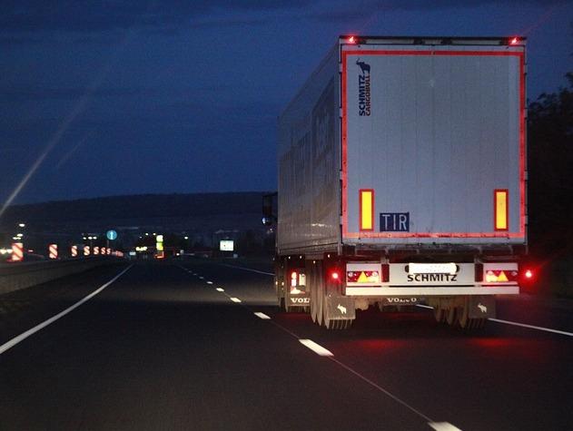 На Урале грузовикам запретили ездить днем из-за аномальной жары