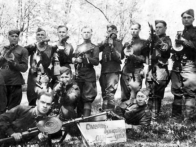 На освобожденных от немецко-фашистских захватчиков территориях контрразведчики ловили по лесам и добивали разную националистическую сволочь