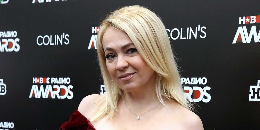 Яна Рудковская оголила шикарную грудь на премии «Новое Радио AWARDS»