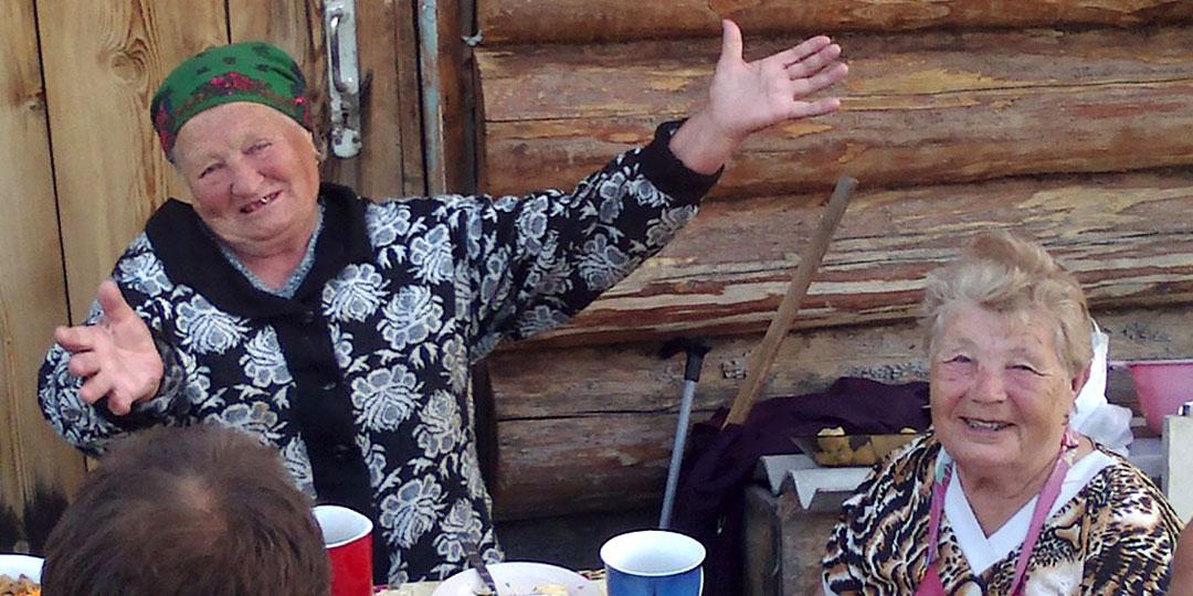 90-летняя Екатерина Карнапольцева и 86-летняя Нина Пятницкая - те самые «захватчицы» родной земли