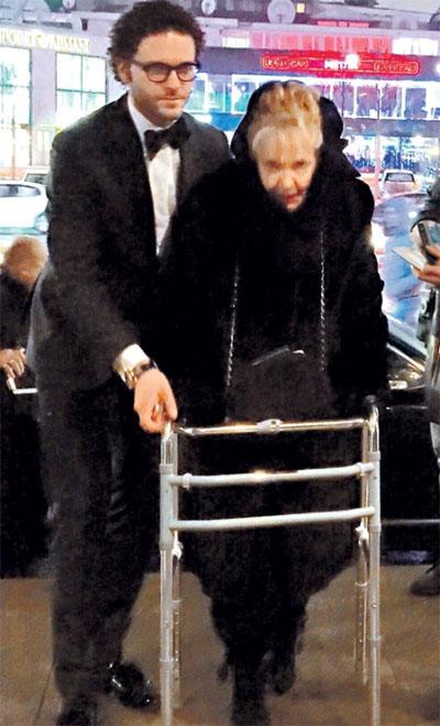 Константин Крюков с бабушкой Ириной Скобцевой