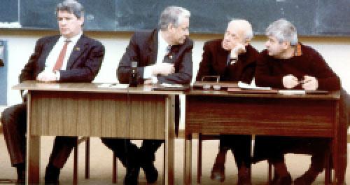 Придумавший определение «агрессивно-послушное большинство», основатель РГГУ, историк Юрий Афанасьев, Борис Ельцин, Андрей Сахаров и первый мэр Москвы Гавриил Попов мечтают, как бы им развалить СССР и обустроить Россию