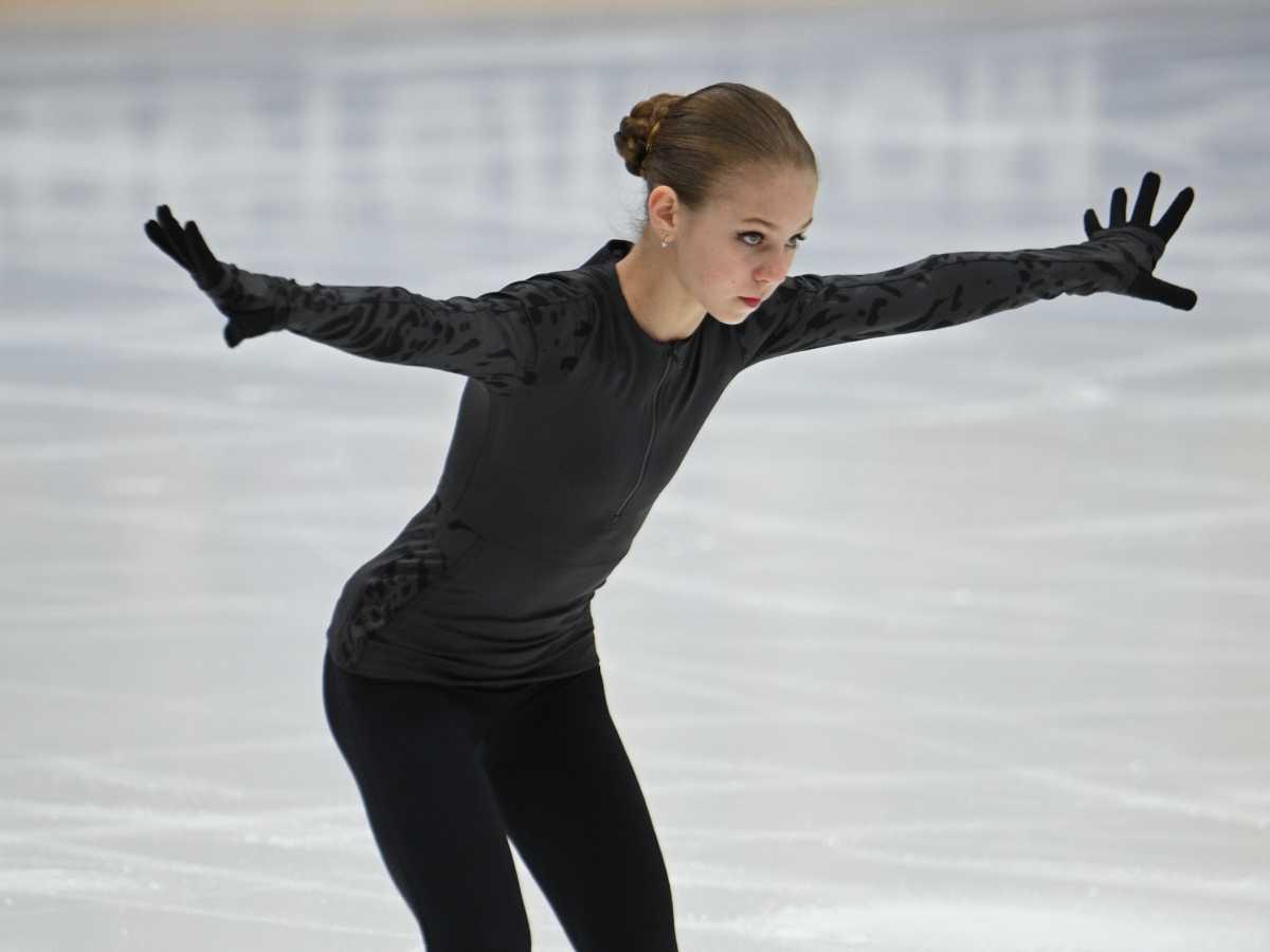 Александра Трусова будет соревноваться с мужчинами
